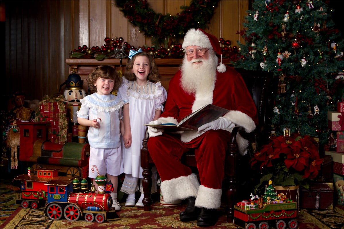 Santa at the SanRoc Cayjust in time for a little quality time  Vacation Beach Portraits