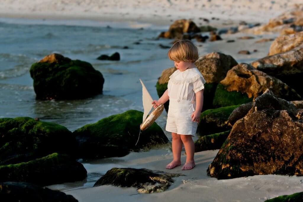 family-photography-sunrise-boy-boat-orange-beach-al
